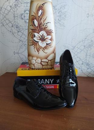 Туфли мужские лаковые tomfrie