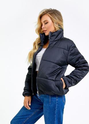Черная стеганая укороченная куртка с воротником