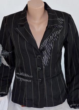 Брендовый черный пиджак жакет блейзер с карманами vero moda вискоза вышивка этикетка