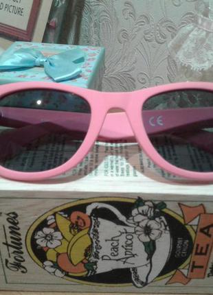 Розовые солнцезащитные очки bershka
