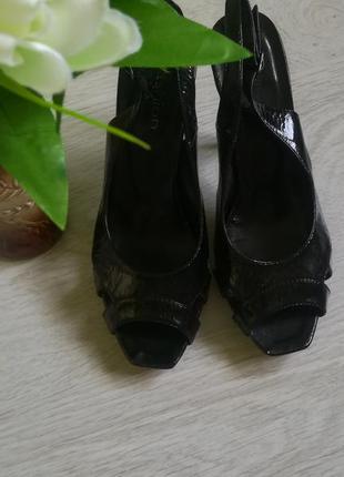 Кожаные лакированные туфли