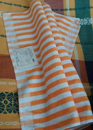 Качественное полотенце хлопчатобумажное махровое 50х100 см.