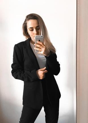 Крутезний чорний піджак на всі випадки життя 💔