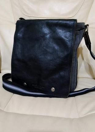 Фирменная мужская сумка.