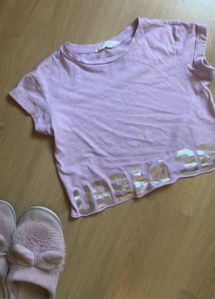 Стильная футболка топ актуального цвета