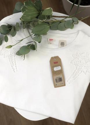 Белая футболка от levi's,оригинал,sale%%
