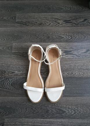 Босоножки.сандалі.