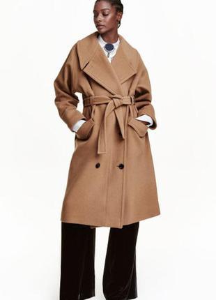 Безупречное пальто классической кэмел-расцветки с оригинальным поясом    ow1884