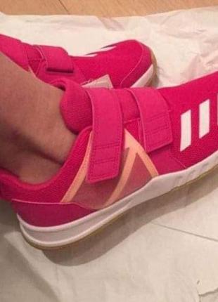 Шикарные кроссовки оригинал очень яркие и легкие