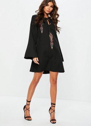 Крутое платье с вышивкой