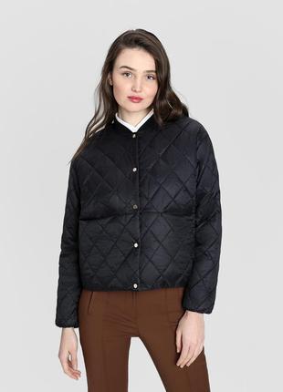 Лёгкая черная утеплённая женская куртка o`stin, размер xs