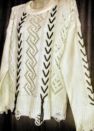 """Белый стильный  свитер с ажуром и """" рваными краями"""""""