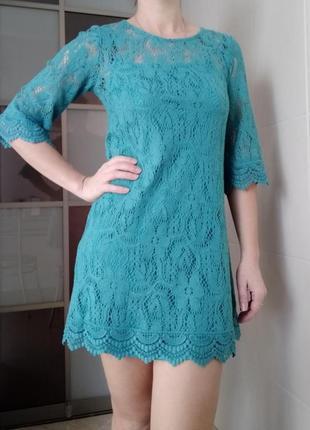 Кружевное берюзовое платье
