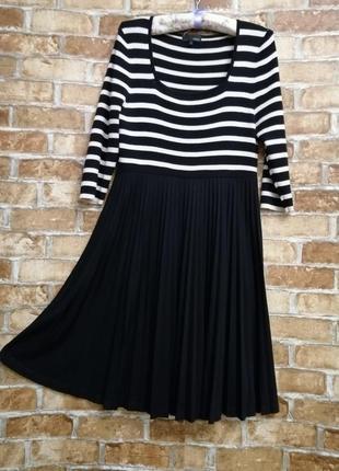 Платье с юбкой плиссе во французском стиле