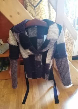 Осенняя куртка с поясом из шерсти