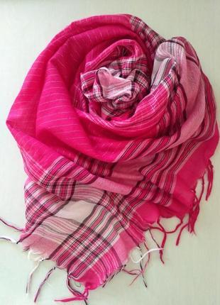 Яркий малиновый платок с люрексом