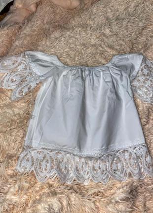 Блузка со спущенными плечами