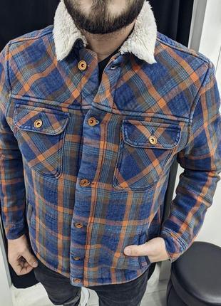 Мужская куртка из джинсовой ткани ( хит сезона)