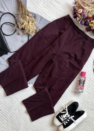Классические брюки высокой посадкой цвета марсала