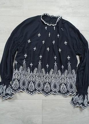 Черная блуза с прошвы
