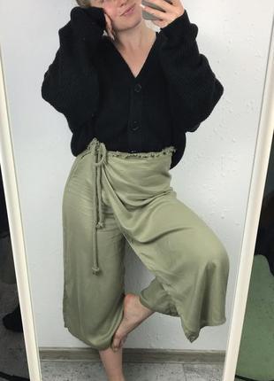 Оливкові укорочені кюлоти (по типу юбки) clockhouse