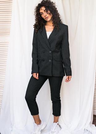 Ультрамодный костюм в полоску пиджак и брюки. костюм двойка полоска