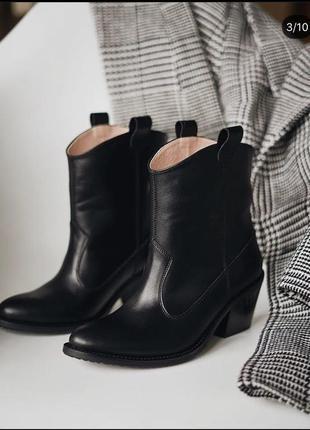 Класичесские ботинки-казаки из натуральной кожи