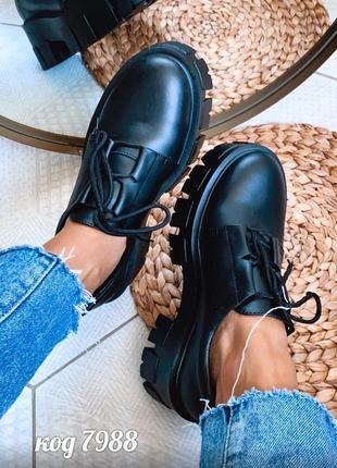 Туфли из натуральной кожи на высокой платформе черного цвета на шнурках
