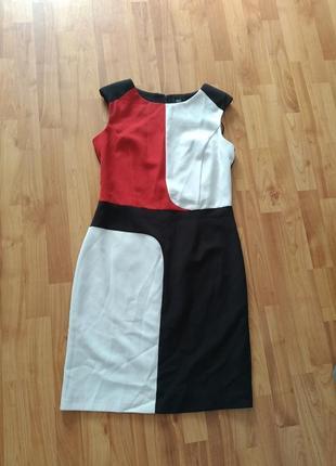 Стильное трендовое платье миди футляр по фигуре в геометрический принт