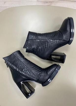 Ботинки с итальянской кожи ботиночки кожаные рептилия сапоги осенние сапожки зимние кожані