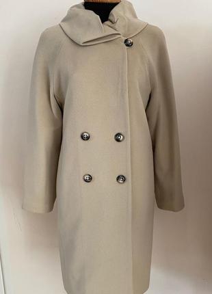 Шерстяное кремовое пальто демисезон зима