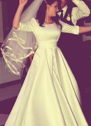Свадебное платье (подъюбник, фата)