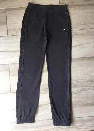 Темно-серые спортивные штаны adidas