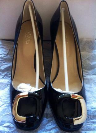Абсолютно новые лаковые туфли английского бренда hobbs