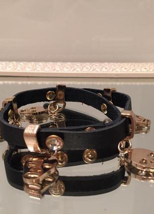 Черный кожаный стильный браслет alexander mcqueen