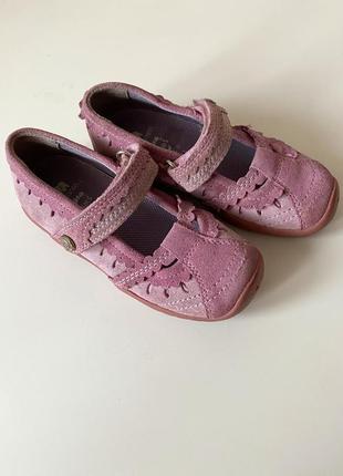 Добротные туфли на девочку фирмы elephant  27р