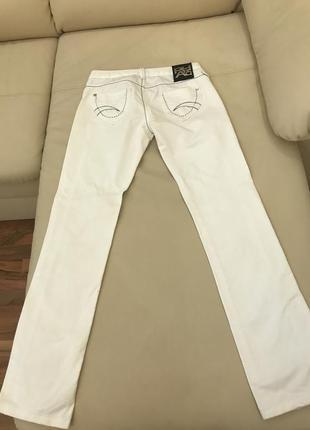 Ультрамодные итальянские белые джинсы