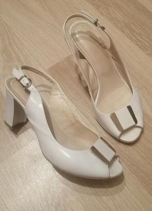 Нежные нарядные открытые туфли босоножки натуральная кожа