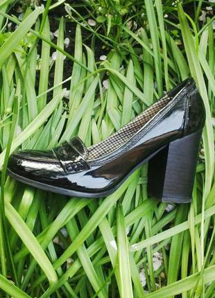 Туфли лаковые на каблуке, next