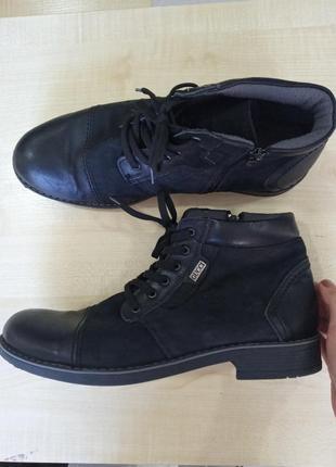 Чоботи, ботинки шкіряні