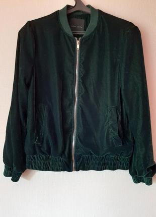 Велюровая курточка темно-зеленого цвета