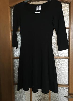 Платье чёрноеh&m, расклешенное 95% хлопок, 5% эластин