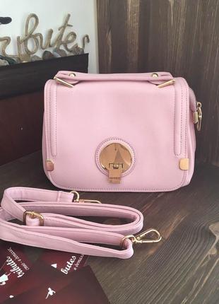 Розовый клатч-бочонок