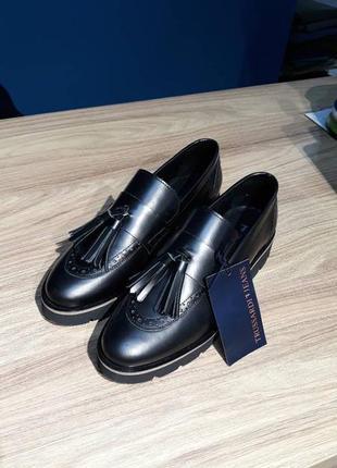 Туфлі від відомого італійського бренду