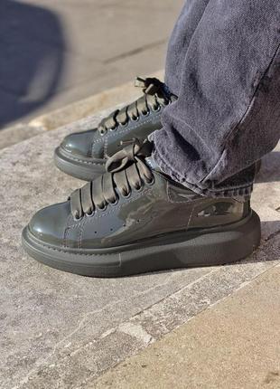 Новинка женские кроссовки alexander mcqueen dark khaki patent хит продаж