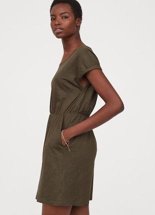 Базовое платье до колен с карманами цвета хаки2 фото