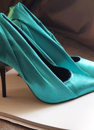 Стильные туфли лодочки с атласной драпировкой роскошного цвета в стиле zara!1 фото