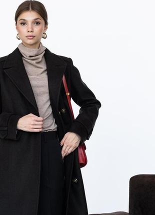 Шерстяное пальто ровного кроя с манжетами