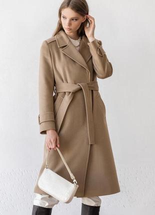 Бежевое пальто ровного кроя с манжетами шерсть зима осень весна демисезон