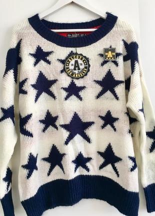 Вязаный свитер со спущенным плечом оверсайз